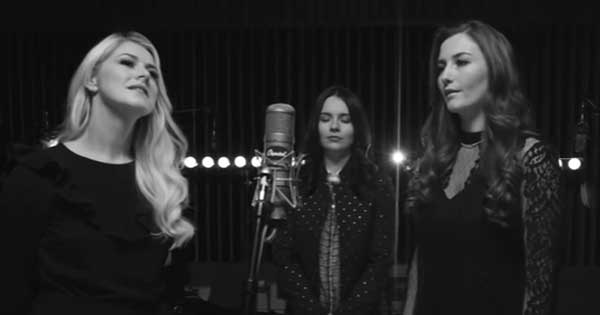Celtic Woman perform a spine tingling rendition of Danny Boy